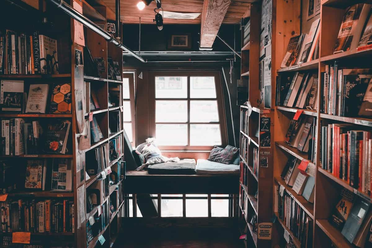 Types of bookstores to decorate your house