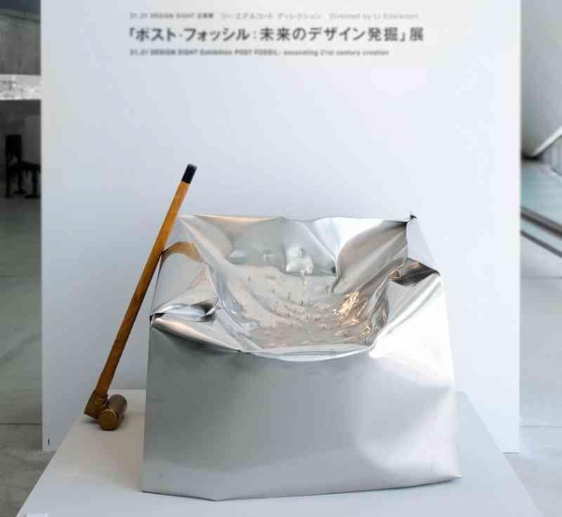 sillón de acero apaleado