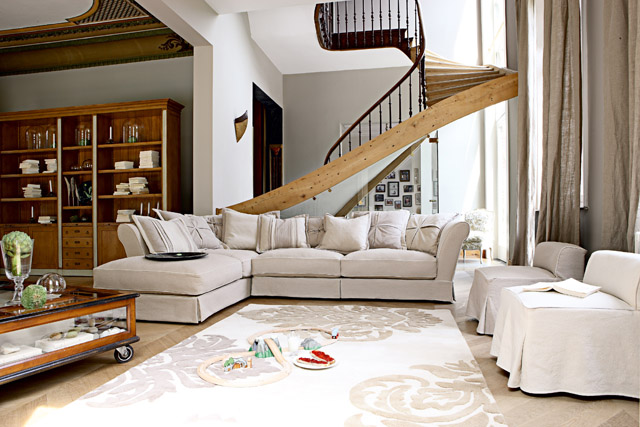 decoracion con un sofa sostenible