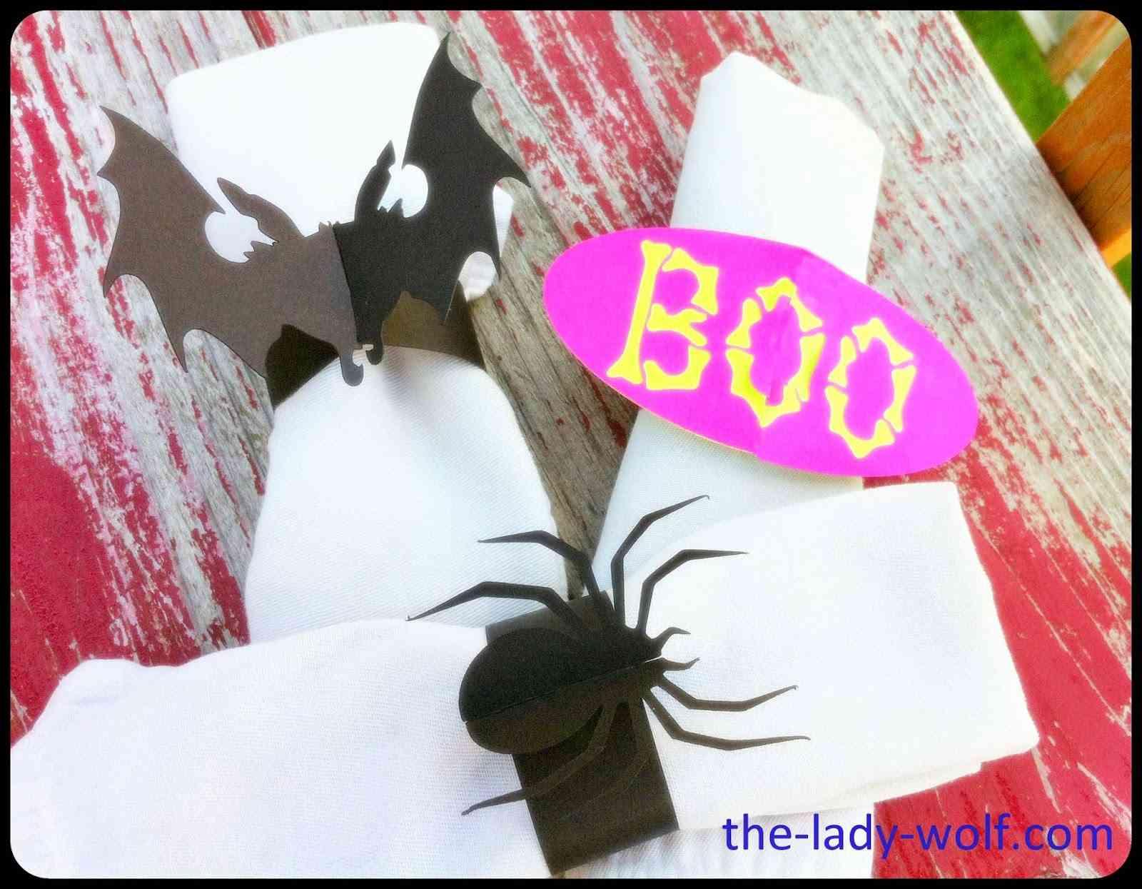 servilleteros de halloween con bichos en cartulina