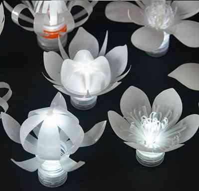 lamparas de flores hechas de plastico reciclado