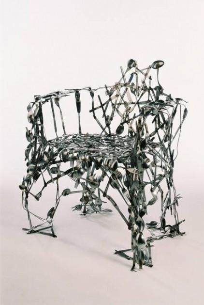 Cubertería reciclada en silla