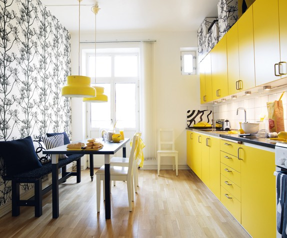 Yellow kitchen with style and lots of light