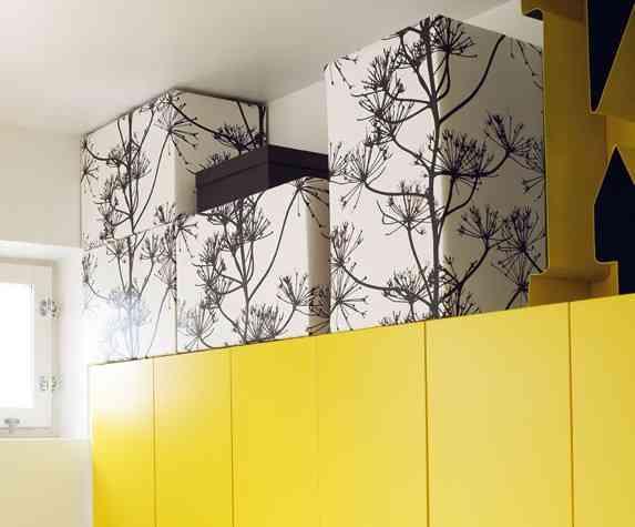 Aprovechar el espacio en cocina amarilla