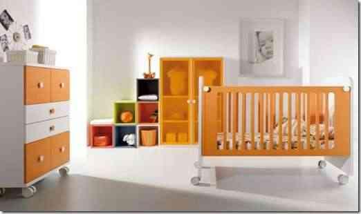 Cuna para bebé en tonos naranjas