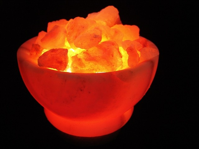 Lampe à sel dans un bol