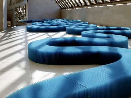 3450.0-siege-banc-etirable-bench-bleu-majorelle-vange-charles-kaisin