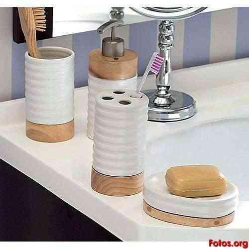 Bano_Accesorios_de_bano_en_ceramica_y_madera