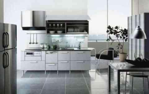 Cocina blanca con acero