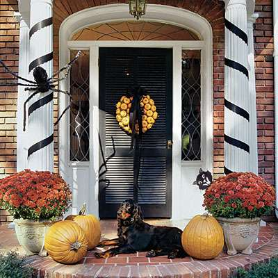 pumpkins to decorate the entrance of a house
