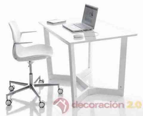Minicuna convertida en mesa escritorio