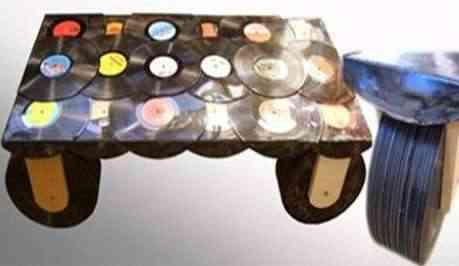 Reciclar vinilos para hacer una mesa
