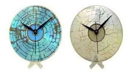 Relojes hechos con vinilos reciclados