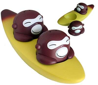 alessi-banana-bros-salt-pepper-set