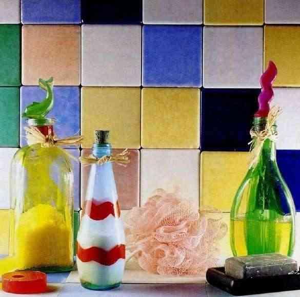 botella de cristal pintada de colores