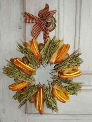 corona con naranjas
