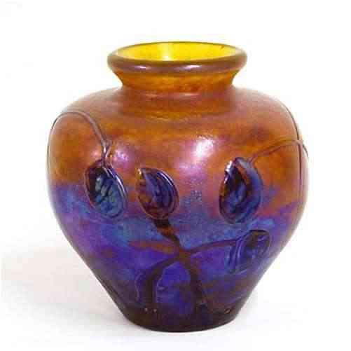 decoracion-de-un-jarron-con-pintura-sobre-vidrio