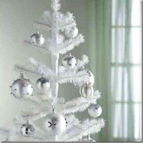 Decorando con árboles de navidad blancos