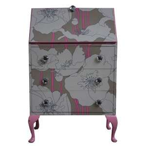 mueble con papel pintado