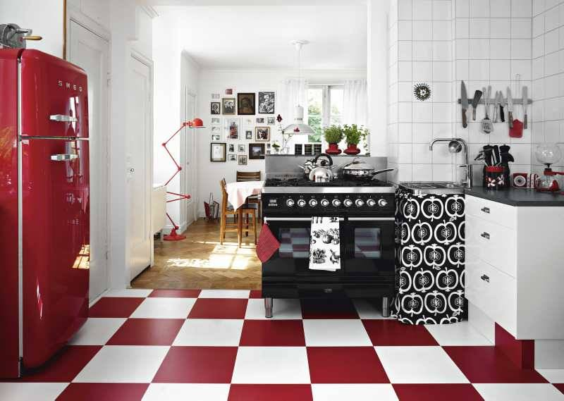 Decoración de interiores en blanco y rojo