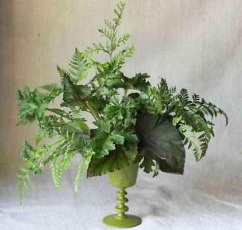 Arreglo floral con helechos