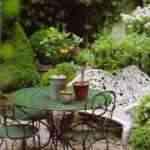 jardin con mobiliario de forja