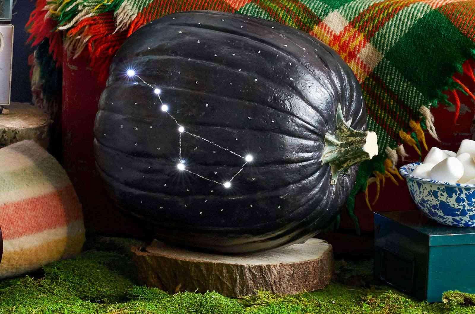 Calabazas en tu decoracion de Halloween - calabaza constelaciones
