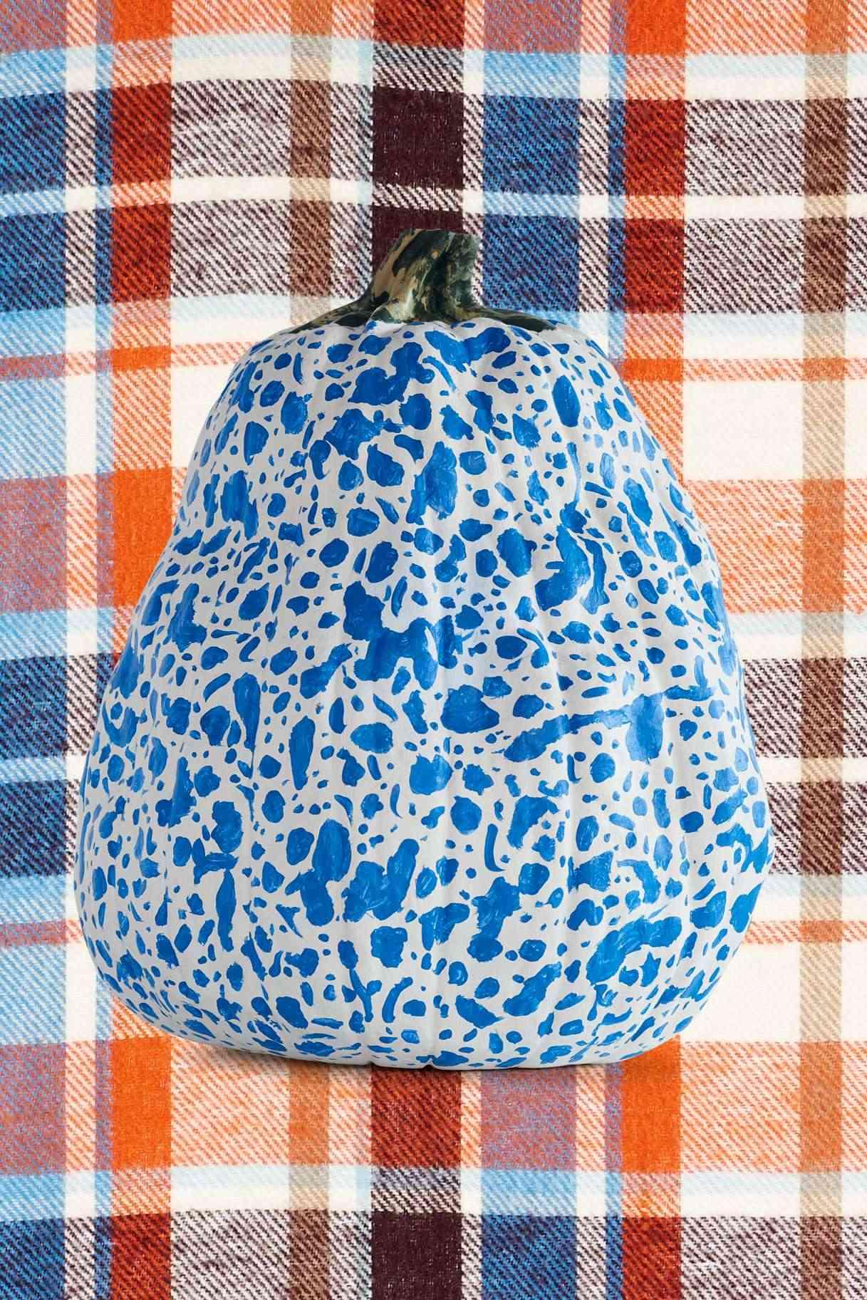 Calabazas en tu decoracion de Halloween - cañabaza pintada