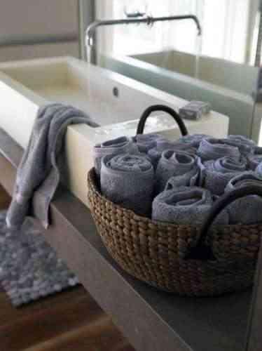 cesta con toallas