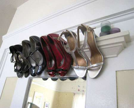 estante estrecho para ordenar los zapatos