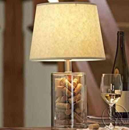 lámpara con corchos