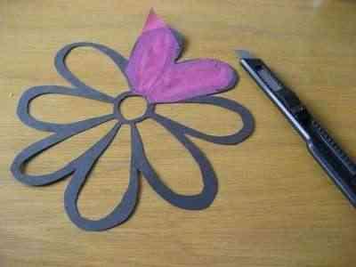Flores de papel para decorar las ventanas 3
