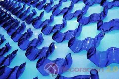 Mural de botellas recicladas