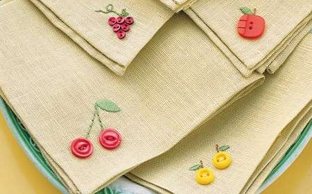 napkins with floral embroidery