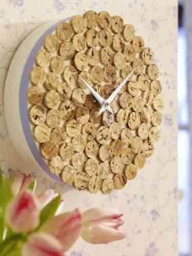 Reloj con corchos