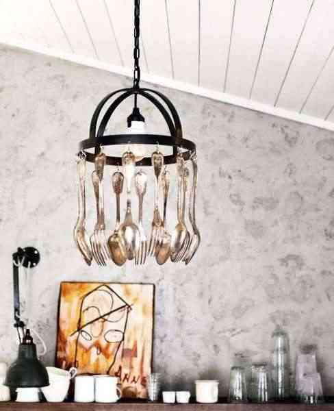 decoracion con lámpara de cubiertos