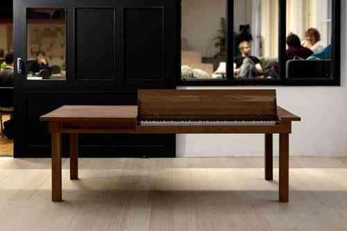 mesa con piano