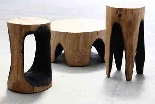 taburetes y mesa baja