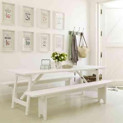 Mesa y bancos de exterior para decorar el comedor