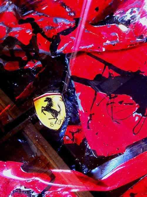 metales retorcidos de un Ferrari