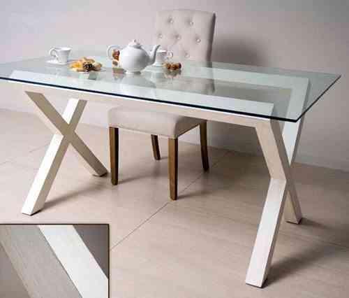 mesa de vidrio y madera