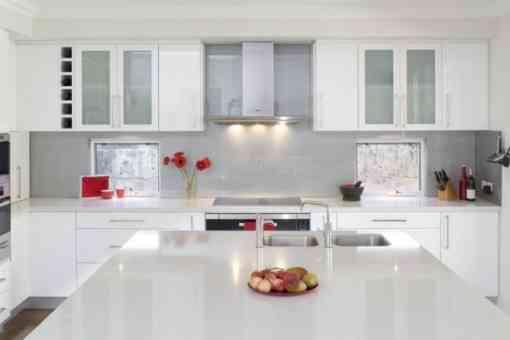 la iluminacin general tambin es muy importante segn las dimensiones de la cocina podemos poner una o varias lmparas en el techo de la misma