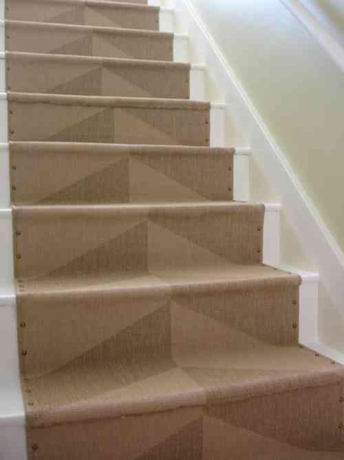 Un idea genial para renovar el aspecto de una escalera for Escaleras con alfombra