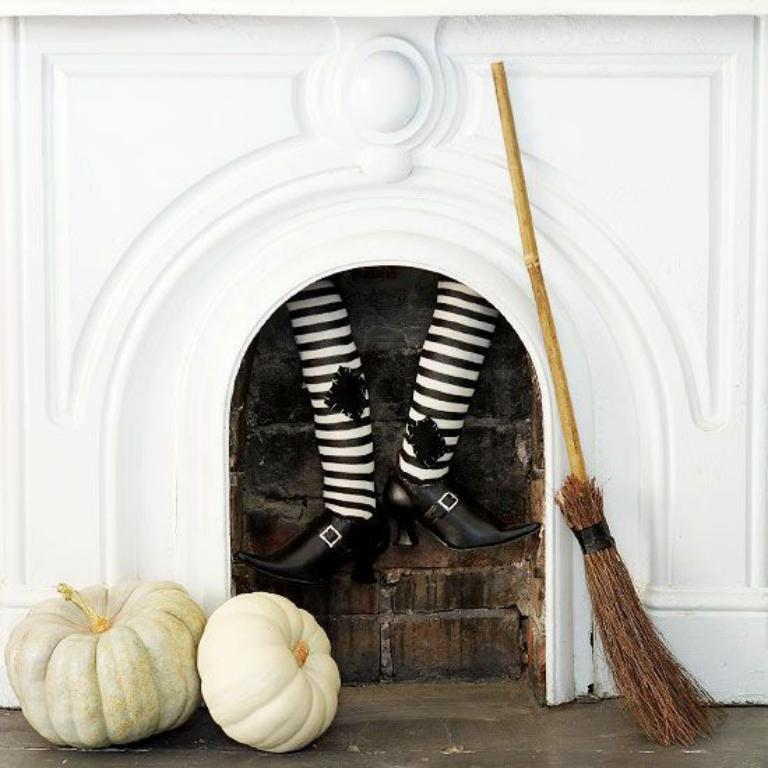 chimenea-de-halloween-piernas-bruja