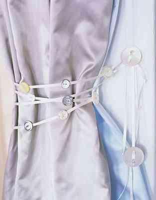 decora cortinas con  botones
