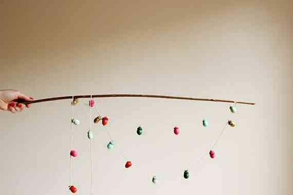 guirnalda de bellotas de colores