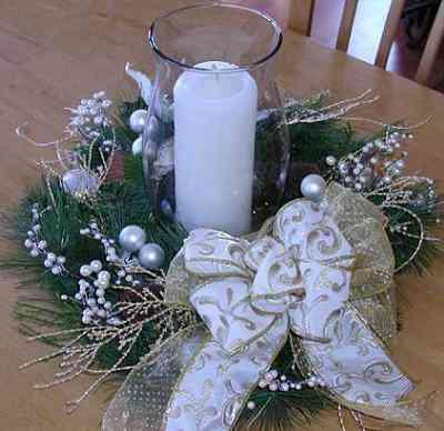 Una decoraci n navide a con velas - Adornos navidenos con velas ...