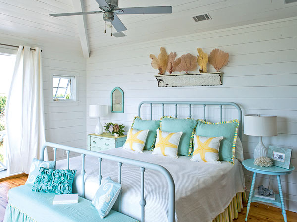 rustic green beach themed bedroom | Decoración de dormitorio rústico playero