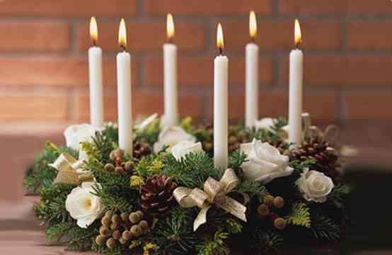 centro de mesa navideño en blanco