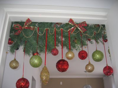 decorar la puerta con esferas